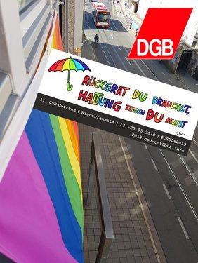 Regebbogenfahne am DGB-Haus in Cottbus